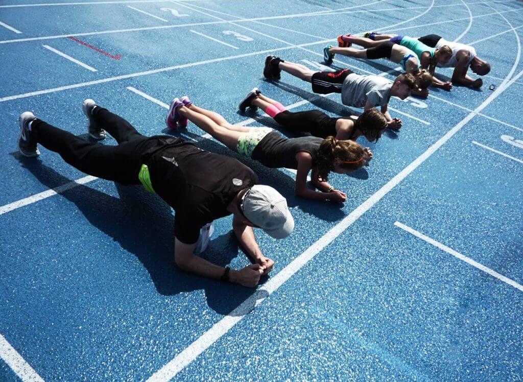 Zawody lekkoatletyczne Blue League. Rywalizacja w Planku