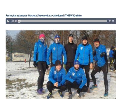 """W Radiu Kraków o działalności ITMBW """"Członkowie tego klubu są obecni praktycznie na każdej imprezie biegowej w Małopolsce. Można ich łatwo rozpoznać po charakterystycznych niebieskich strojach z klubowym logo."""""""
